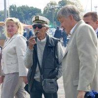 Капитан на суше не торопится... :: Людмила Жданова