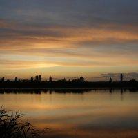 Закат над озером :: Александр Рыбко