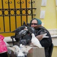 Любительница голубей :: Svetlana Shalatonova