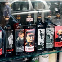 А не выпить ли винца.... :: Andrey Klink