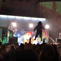 Здравствуй ёлка Новый год!-сказал папа и подбросил сына на удачу :: Андрей Куприянов