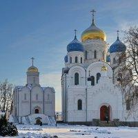 Утро в монастыре. :: Юрий Шувалов