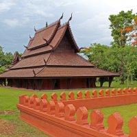 Таиланд. Национальный исторический парк, старинный дом :: Владимир Шибинский