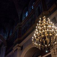Люстра в храме :: Aleksandr Filon