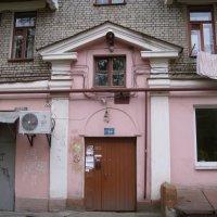 Подъезд жилого сталинского дома :: Владимир