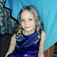 Девочка в синем платье :: Анастасия Швецова
