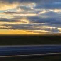 Закат солнца, трасса Витебск-Полоцк. 13 ноября 2012 год. Фото снято с окна автомобиля. :: Анатолий Клепешнёв