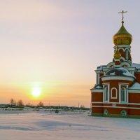 строящаясь церквушка в криводановке :: Андрей Польских