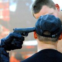 Пистолет к виску :: Дмитрий Беликов
