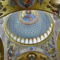 Своды и главный купол с аркадой окон в Морском соборе. г.Кронштадт. :: Виталий Половинко