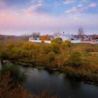 Осенний рассвет над Покровским монастырём. :: Александр Никитинский
