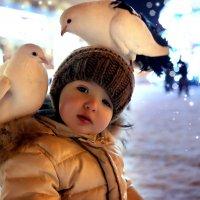 Ребенок и голуби... :: Solomko Karina