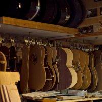 мастерская по производству гитар в готическом квартале :: Ольга Киселева