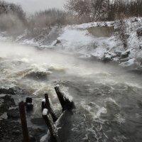 Девятый вал зимней реки.... :: Андрей Войцехов