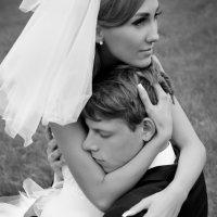 Заботливые и нежные руки теперь уже жены.. :: Наталья Копнина