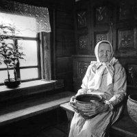Бабушка Иринья из вепской деревни :: Валерий Талашов