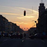 Утро на не невском :: Владимир Молочев