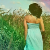 Девушка на поле :: Дмитрий Догадкин