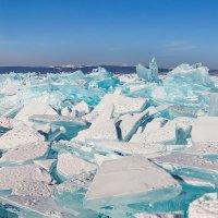 Бирюзовый лед Байкала :: Сергей Сергеев