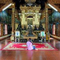 Таиланд. Чанг-Май. Внутри храма :: Владимир Шибинский
