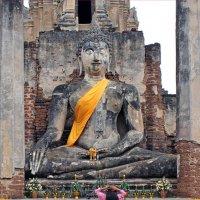 Таиланд. Сукхотай. Древняя статуя Будды :: Владимир Шибинский