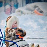 Малыш с игрушкой. :: Алексей Хаустов