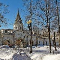 Въездные ворота в усадьбу Романовых в Измаилово :: Владимир Воробьев