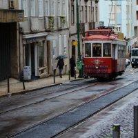 Знаменитый Лиссабонский трамвай :: Alexey Bogatkin