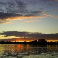 закат на Волге :: Лариса Яворская