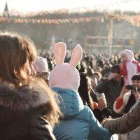 Шум гуляний не стихает, улица светла… :: Ирина Данилова