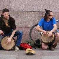 Уличные там-тамы :: Гена Белоногов