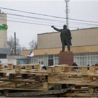 Ленин в осаде. :: Леонид Дудко