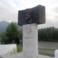 Памятник Вяч. Шишкову. :: Олег Афанасьевич Сергеев