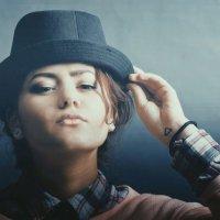 девушка с шляпой. :: Мария Шумаева