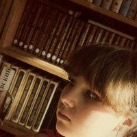 В библиотеке :: Алина Цыбанова