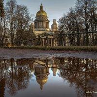 Отражение Исаакиевского собора в Александровском саду :: Valeriy Piterskiy