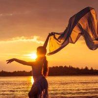 Танец солнечного ветра :: Olga Tarasenko
