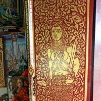 Таиланд. Чанг-Май. Монах отдыхает в укромном местечке :: Владимир Шибинский