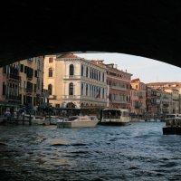 под мостом. Венеция. :: Лидия кутузова