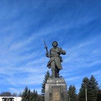 Александр Матросов. Памятник Герою в Великих Луках... :: Владимир Павлов