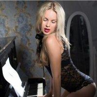 у рояля..) :: Наталья Прекрасная