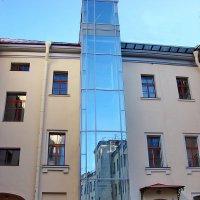 Лифт в старом городе :: Владимир Гилясев