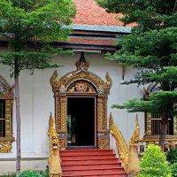 Таиланд. Чанг-Май. Вход в храм :: Владимир Шибинский