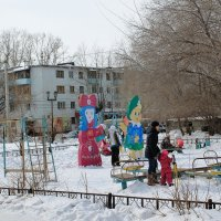 На детской площадке. :: Олег Афанасьевич Сергеев