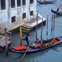 Повседневная жизнь венецианских гондольеров :: Лидия Цапко