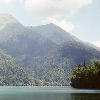 Озеро Рица :: Александр Ханин