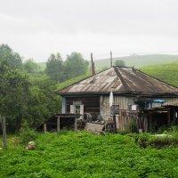 Сельский дом. :: Олег Афанасьевич Сергеев