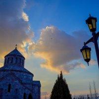 Дворик церкви Св. Саргиса. Ереван :: Ashot Turajyan