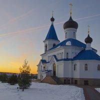 Николо-Чудотворский храм в отблесках угасающего заката :: Владислав Писаревский