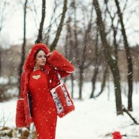 In red :: Лариса Костина